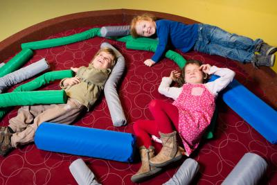 Activity during which children can build a cosy nest and try it out for comfort.