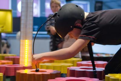Exhibit where visitors can try to collect as much nectar as a bee, without the help of UV